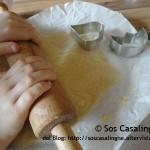 Attività per bambini preparare i biscotti